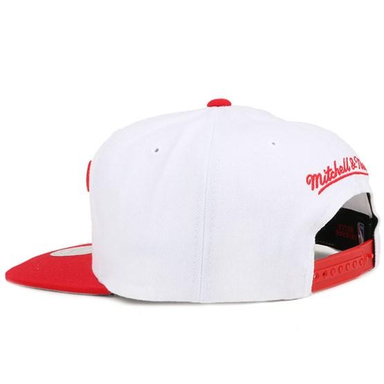 Chicago Bulls 2 Tone Label White Red Snapback - Mitchell   Ness - Start Boné  - Hatstore e90b9e59a80