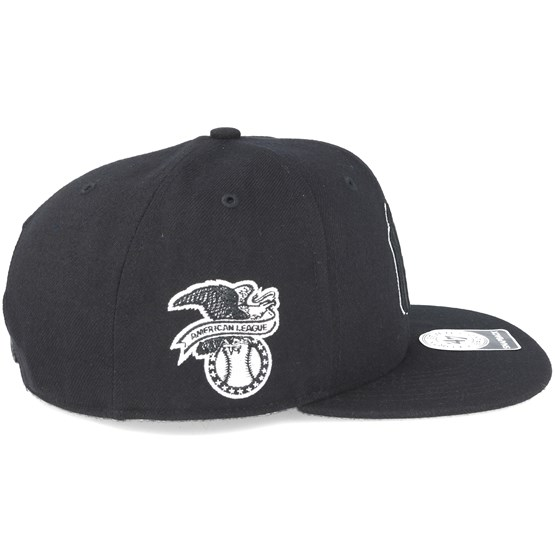 08e91675bd1 New York Yankees Sure Shot Captain Black Snapback - 47 Brand caps -  Hatstoreaustralia.com