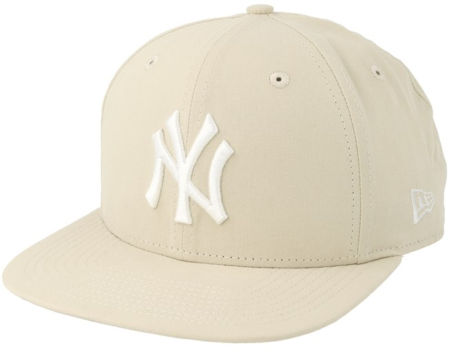 38a233acbfe31 New York Yankees Lightweight Ess 9Fifty Stone White Snapback - New Era - Start  Boné - Hatstore