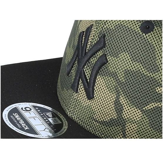 af5ba7eecb5 New York Yankees Mesh Overlay 9Fifty Camo Snapback - New Era caps -  Hatstoreworld.com