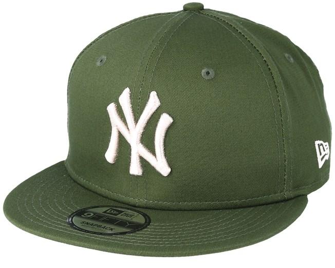 6960c20be4d New York Yankees League Essential 9Fifty Green Snapback - New Era caps -  Hatstoreworld.com