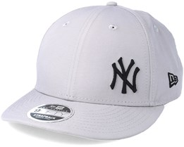 129dc9d4608aa New York Yankees 9Fifty Low Profile Grey Strapback- New Era