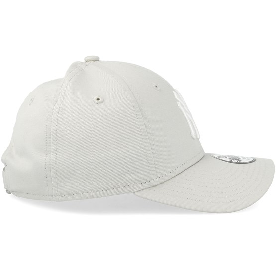Kids New York Yankees League Essential 9Forty Stone White Adjustable - New  Era caps - Hatstoreaustralia.com 12292f9a73fb