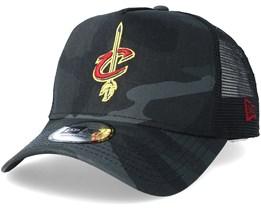 Cleveland Cavaliers Core Black Camo Trucker - New Era
