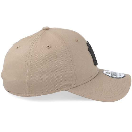 New York Yankees League Essential Camel Black Adjustable - New Era caps -  Hatstoreaustralia.com 89a6f79e4c6