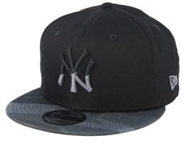 90c2a7dbb61 New York Yankees Essential Black Black Camo Snapback - New Era