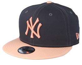 e959f156657 Kids New York Yankees League Essential 9Fifty Dark Grey/Peach Snapback - New  Era
