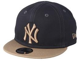 separation shoes 7d1e0 3d856 Kids New York Yankees League Essential Dark Grey Camel Snapback - New Era