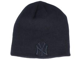 New York Yankees Dark Base Skull Black/Black Traditional Beanie - New Era