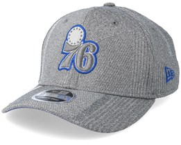 Philadelphia 76ers Training Series 9Fifty Stretch-Snap Dark Grey/Blue Snapback - New Era