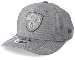 Brooklyn Nets Training Series 9Fifty Stretch-Snap Dark Grey/Grey Snapback - New Era