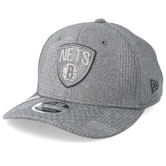 Keps Brooklyn Nets Training Series 9Fifty Stretch-Snap Dark Grey/Grey Snapback - New Era - Grå Snapback