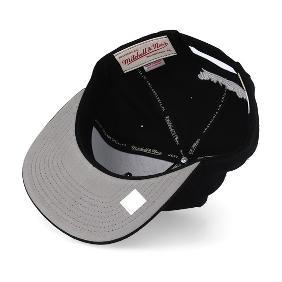 8cf14970e47 New York Knicks Wool Solid Black White Snapback - Mitchell   Ness caps
