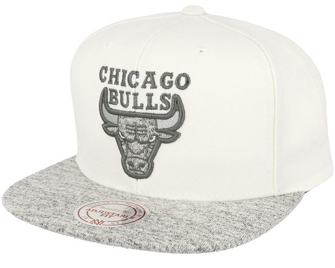 detailed look f8fb4 24df7 Chicago Bulls Solid Crown Space Knit Visor Cream White Snapback ...