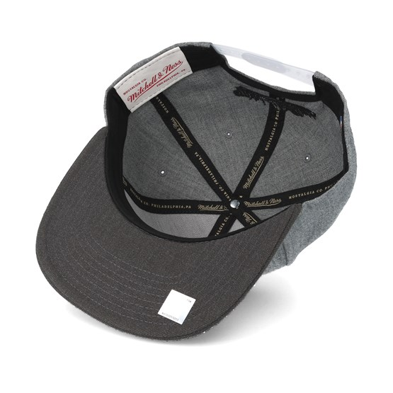 f4cfc73b6ad New York Knicks Heather Reflective Grey Snapback - Mitchell   Ness caps -  Hatstoreworld.com