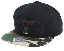 456ba20c93a Chicago Bulls Woodland Blind Black Camo Snapback - Mitchell   Ness