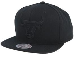Chicago Bulls Black On Black Snapback - Mitchell & Ness