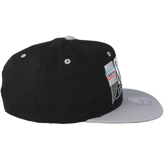 hot sale online 4d779 78b92 San Antonio Spurs Horizon Black Grey Snapback - Mitchell   Ness caps -  Hatstorecanada.com