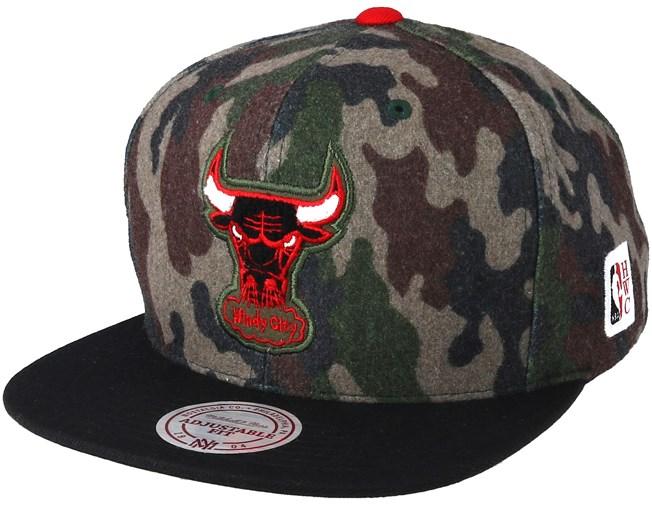 facfd6c3b1ee6 Chicago Bulls Flannel Camo Black Snapback - Mitchell   Ness caps -  Hatstoreworld.com