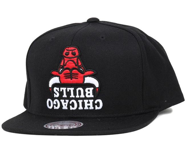 23086d6a651 Chicago Bulls Upside Down Logo Snapback - Mitchell   Ness caps ...