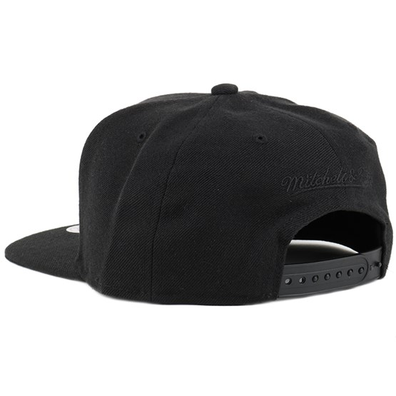 100% authentic f4a34 07f77 Blank Black Snapback - Mitchell   Ness caps   Hatstore.co.uk