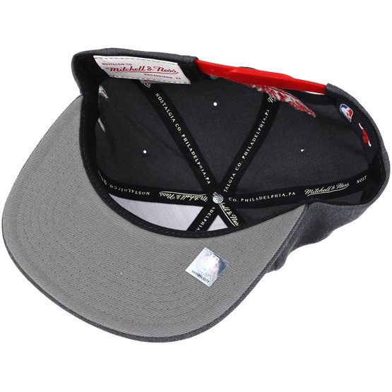 d63a2f2d0cbee Chicago Bulls Insider Reflective Grey Snapback - Mitchell   Ness caps